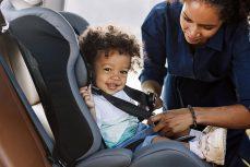 Wie wähle ich den richtigen Kindersitz fürs Auto?