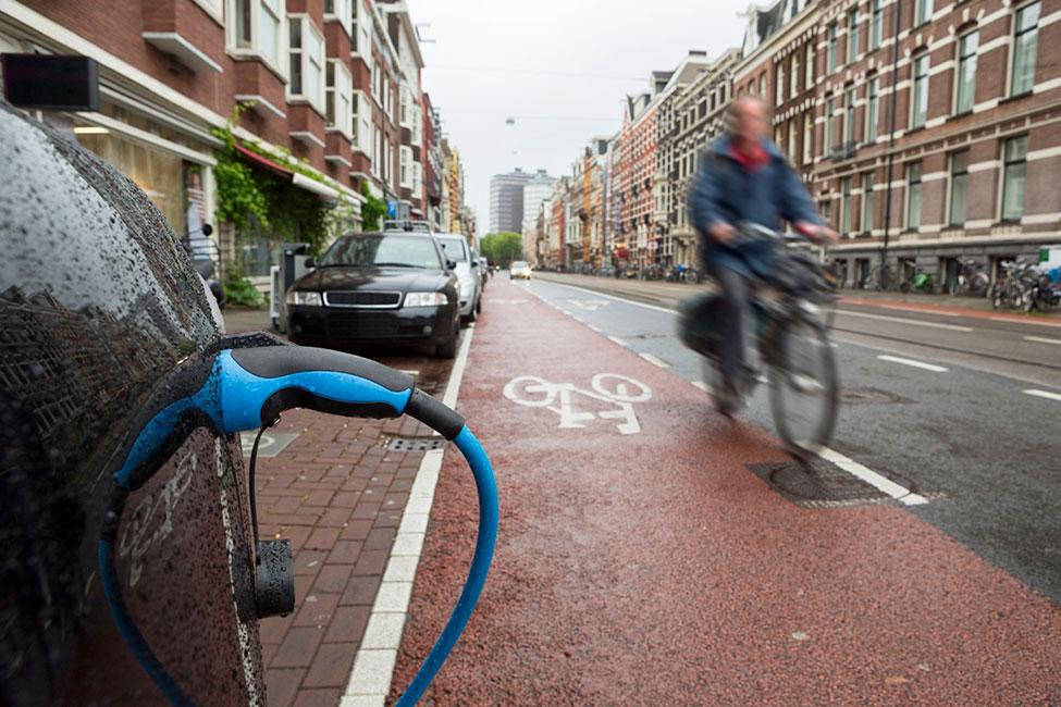 Können durch die Vernetzung von Autos mit E-Bikes und -Scootern Unfälle vermieden werden?